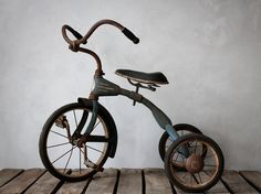 Vintage Blue Children's Tricycle by jerseyicecreamco Vintage Jeep, Vintage Bicycles, Vintage Love, Old Bicycle, Old Bikes, Tricycle, Antique Toys, Vintage Antiques, Jeep Wrangler