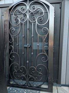 Burglary for door Grill Gate Design, Front Gate Design, Window Grill Design, Door Gate Design, Wrought Iron Stair Railing, Wrought Iron Decor, Wrought Iron Gates, Metal Screen Doors, Metal Gates