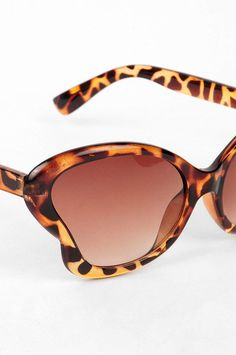look at he shape of those glasses! Park Avenue, Rockabilly Fashion, Cat Eye c684e60407