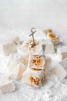 Gelatin Free Marshmallows, Vegan Marshmallows, Recipes With Marshmallows, Vegan Hot Chocolate, Aquafaba, Rice Milk, Vegan Blogs, Baking Pans, Sweet