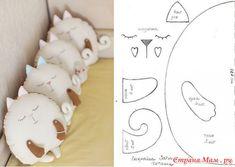 Диванные подушки-котики.