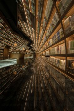 Shanghai-based architecture and design studio XL-Muse designed the interior of the Yangzhou Zhongshuge bookshop in China to look like a mirrored, curved water passage. Yangzhou, Bookstore Design, Library Design, Beautiful Library, Dream Library, Film Inception, Terrazo, Shop Interiors, Retail Design