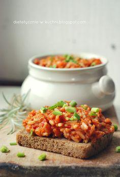 Moje Dietetyczne Fanaberie: Domowy paprykarz z tuńczykiem Chutney, Hummus, Salmon Burgers, Pickles, Macaroni And Cheese, Goodies, Food And Drink, Healthy Eating, Vegan