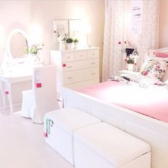 Find inspiration to create a kids' room in a white pallet with the latest interior design trends. Find more at circu.net