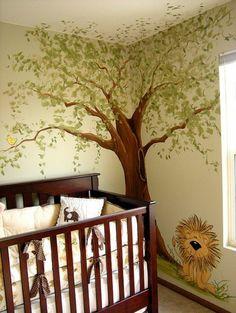 babyzimmer gestalten wandgestaltung gitterbett wandmalerei baum löwe