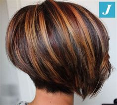 Excellent Screen Auburn Hair bob Strategies If you have considered all of the quite a few tones involving reddish colored locks as well as gott Medium Hair Cuts, Short Hair Cuts, Short Hair Styles, Stacked Bob Hairstyles, Hairstyles Haircuts, Short Hair Images, Hair Color Highlights, Short Brown Hair With Blonde Highlights, Auburn Hair