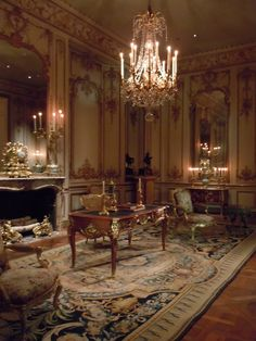 Victorian room. The walls and the gold accents. YES.