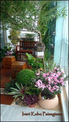 Ivani Kubo Paisagismo: Varanda Ganha Jardim e torna-se Lugar Zen: Acolhedor e Envolvente