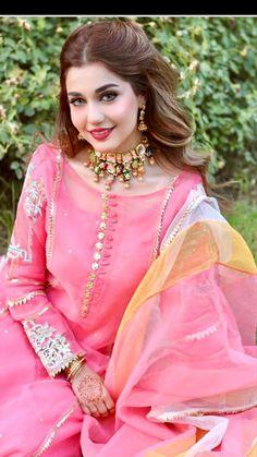 Beautiful Pakistani Dresses, Pakistani Dresses Casual, Pakistani Dress Design, Pakistani Fashion Party Wear, Indian Fashion Dresses, Indian Designer Outfits, Stylish Dress Designs, Designs For Dresses, Stylish Dresses