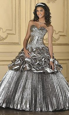 Another genius dress from Claire Paul. If your prom dress looks like it is made of aluminium foil, you might regret it.