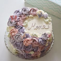 We will give you various cake design ideas for your reference Flores Buttercream, Buttercream Flower Cake, Cake Frosting Designs, Cake Designs, Pretty Cakes, Beautiful Cakes, Cupcakes, Cupcake Cakes, Cake Design Inspiration