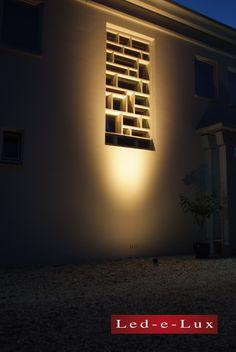 Door de led spots van Led-e-Lux vallen unieke plekken in bijvoorbeeld de tuin of terras extra op. De Minispot Vintage is hier gebruikt om een uniek raamwerk aan te lichten. Spot Design, Wall Lights, Vintage, Home Decor, Appliques, Decoration Home, Room Decor, Vintage Comics, Home Interior Design
