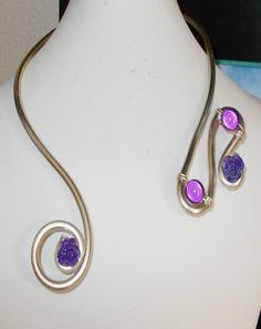 Collier en fil aluminium et perles magiques : Collier par fantaisyum-bijoux