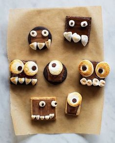 How fun would these monster s'mores be for your Halloween festivities on Saturday? Your Minis will love them!  : @supermakeit