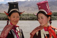 India - Ladakh | Ladakhi women in traditional dress. |  © Walter Callens