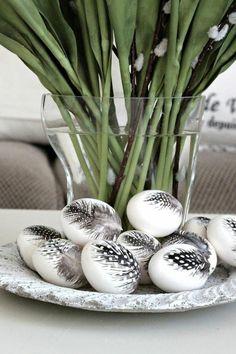 Foto: Eier mit Federn bekleben, wunderschön!. Veröffentlicht von Zwergnase auf Spaaz.de