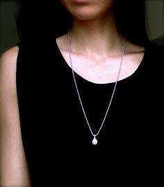 """Lange kette mit Perlen Pendant """"Klassik"""" Diese lange Kette aus 925er Silber mit einer grossen und wunderschönen Perle passt zu smart casual Stil."""