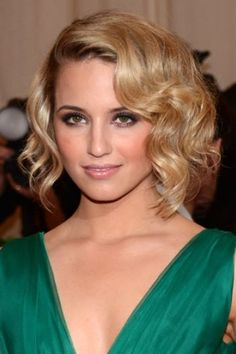Dianna Agron Playing De Niro's Daughter in Luc Besson's 'Malavita' (Exclusive) Dianna Agron, 50s Hairstyles, Pretty Hairstyles, Glamorous Hairstyles, Simple Hairstyles, Hollywood Glam Hair, Old Hollywood Makeup, Viejo Hollywood, Short Hair Styles