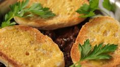 Hovězí carbonnade Cornbread, Baked Potato, Potatoes, Baking, Ethnic Recipes, Food, Millet Bread, Potato, Bakken