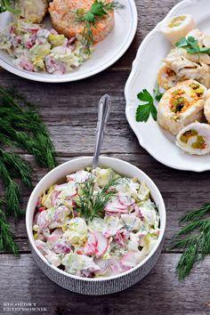SAŁATKA DOOBIADU/GRILLASkładniki:1 główka sałaty lodowej2 pęczki rzodkiewki1 papryka czerwona400 g jogurtu naturalnego1 pęczek koperku (lub 1 pęczek szczypiorku)sól ipieprz dosmaku Low Carb Recipes, Cooking Recipes, Healthy Recipes, Finger Foods, Pasta Salad, Italian Recipes, Salad Recipes, Potato Salad, Grilling