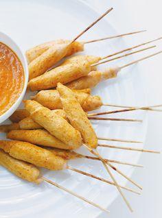 Brochettes de poulet au cari Recettes | Ricardo (une de mes préférés mais je le fais avec des poitrines de poulet et je cuis au four)