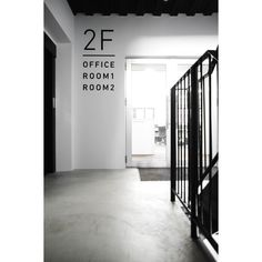 オフィスデザイン事例【株式会社 弘益 本社】|名古屋の店舗設計&オフィスデザイン専門サイト by EIGHT DESIGN Office Signs, Sign Design, Signage, Windows, Display, Number, Space, Home Decor, Distance