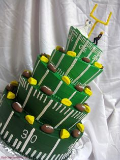Ok, I know this was meant for the cheese heads, but this in one awesome cake that could easily be revamped to another team.