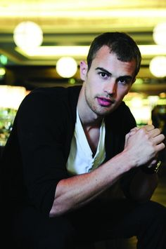 Another Pict  : Theo James