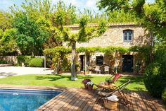 i love everything about this house. Beautiful barn house in Spain Outdoor Pool, Outdoor Spaces, Outdoor Gardens, Outdoor Living, Spanish House, Spanish Style, Stone Houses, Backyard Landscaping, Backyard Patio