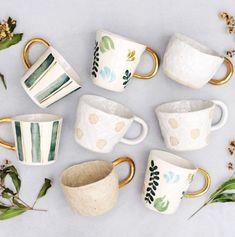 Handmade Gold Handled Ceramic Mugs Ceramic Cups, Ceramic Pottery, Ceramic Art, Painted Mugs, Hand Painted Ceramics, Pottery Painting, Ceramic Painting, Pottery Designs, Mug Designs