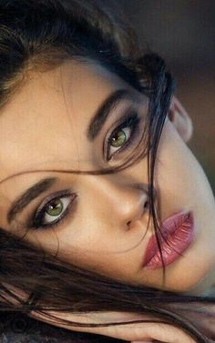 possibly the most beautiful eyes in the world Pretty Eyes, Cool Eyes, Girl Face, Woman Face, Pure Beauty, Beauty Women, Gorgeous Women, Beautiful People, Portrait Photos