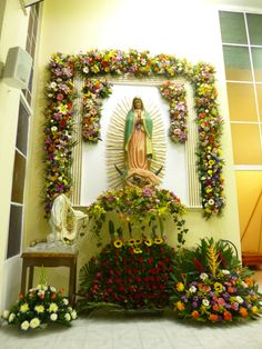 Altar Flowers, Church Flowers, Blessed Mother Mary, Blessed Virgin Mary, Easter Flower Arrangements, Floral Arrangements, Catholic Altar, Funeral Planning, Home Altar