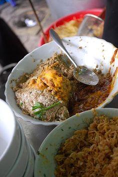 crab roe pate and fried shallots for Vietnamese Bun Rieu Cua soup Vietnamese Cuisine, Vietnamese Recipes, Pate Recipes, Street Food Market, Fried Shallots, Food Porn, Pork, Nail, Diet