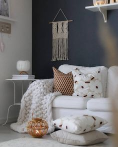 Syksyn ruskeat sävyt sisustuksessa Living Room Colors, Home Living Room, Living Room Designs, Living Room Decor, Living Room Accessories, Scandinavian Furniture, Marimekko, Living Room Inspiration, Interior Design