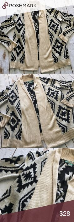 Flying Tomato Cardi Flying Tomato Cardigan. Cream + Black Color. Perfect for dressing up or down. Soft and comfy. Great pre-owned condition. Size S/M. Flying Tomato Sweaters Cardigans