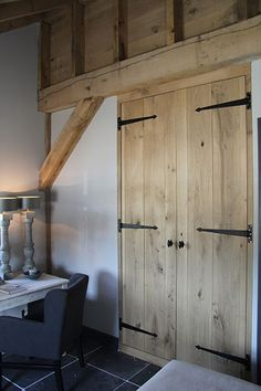 Interior Wood Doors For Sale Wooden Ceilings, Interior Barn Doors, Rustic Interiors, Wood Doors, Home And Living, New Homes, Decoration, Home Decor, Pallet Wardrobe