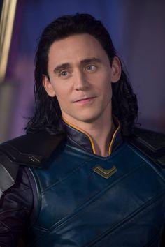 Tom Hiddleston as Loki in Thor: Ragnarok Full size image: Source: Marvel on Weibo: m. Marvel Man, Man Thing Marvel, Marvel Comics, Mcu Marvel, Tom Hiddleston Loki, Thomas William Hiddleston, Loki Laufeyson, Loki E Thor, Loki Avengers
