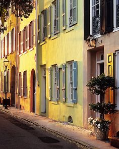 Elliott Street, Charleston, SC ©Doug Hickok hue_and_eye_photography