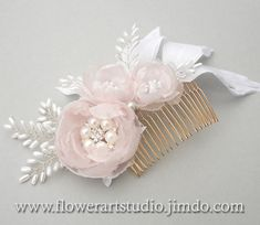 Bridal Headpiece White and pink flower comb por Flowerartstudio