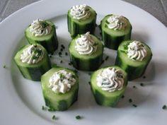 Gevulde komkommers met roomkaas