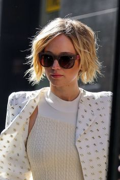 Jennifer Lawrence's pixie is now chin-length