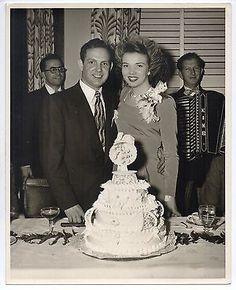Vintage-8x10-Photo-Pretty-Bride-amp-Groom-Wedding-Cake-Civil-Woman-1940s. Accordions make a wedding