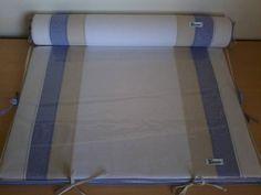 Trocador para cômoda confeccionado em tecido 100% algodão, com zíper para facilitar a retirada da capa.  Enchimento em espuma laminada de 3cm e forro em tnt. Protetor em plástico cristal com viés em tecido 100% algodão e cordinhas para fixação que permitem a retirada para limpeza da peça.  Rolo confeccionado em tecido 100% algodão, enchimento em espuma tubo de 10cm de diâmetro forrada em tnt.  Capa removível que facilita a lavagem da peça.  *As cores podem ser escolhidas. Consulte…