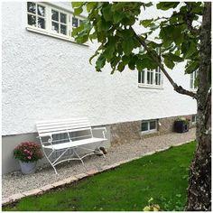 Trädgård grusgång trädgårdssoffa Summer House Garden, Plank, Landscaping, Outdoors, Exterior, Outdoor Structures, Nature, Patio, Lawn And Garden