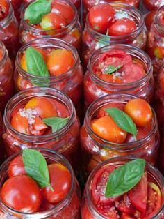 Canned cherry tomatoes - herve - - Conserve de tomates cerise Jars of cherry tomatoes - Canning Cherry Tomatoes, Canned Cherries, Super Dieta, Pasta Tomate, Pickles, Marinade Sauce, Fermented Foods, Canning Recipes, Going Vegan