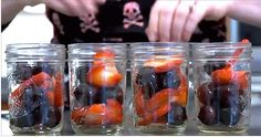 she-fills-old-jars-with-fruit-and-oil-minutes-later-im-never-baking-again