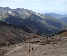 Family #Backpacking in Sequoia National Park | HikingAlong.com
