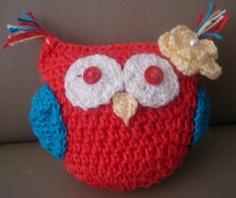 Coruja em crochê confeccionada em cio de algodão de excelente qualidade, recheada com fibra siliconada. cer R$18,00