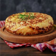 How to prepare a Spanish Omelette? Here is the recipe! How to prepare a Spanish Omelette? Here is the recipe! Spanish Cuisine, Spanish Dishes, Spanish Tapas, Spanish Desserts, Spanish Recipes, Spanish Food, Churros, Spanish Tortilla Recipe, Argentina Food
