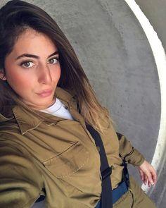 Idf Women, Military Women, Brave Women, Real Women, Israeli Girls, Make Love, Military Girl, Female Soldier, Girls Uniforms